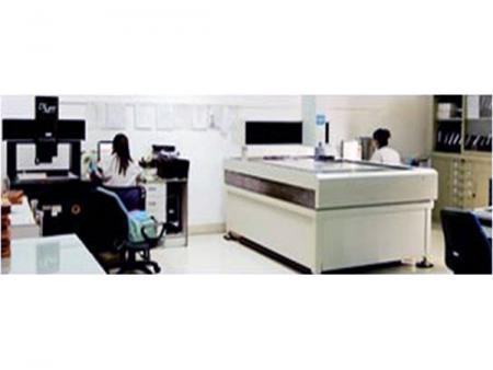 研发团队有电声、光电、电子、机构、工业设计、产品企划等专业人才。