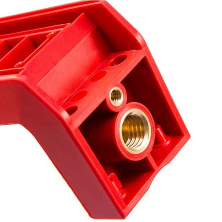 Inserción de moldeo por inyección aplicado en componentes de accesorios de vehículos.