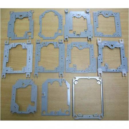 Stämpling av metall gäller i hårdvaruprodukter