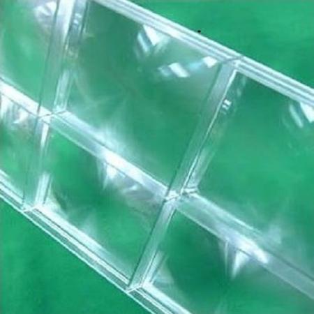 宏塑技术可应用于镜片。
