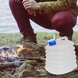 プラスチック製の折りたたみ式水容器