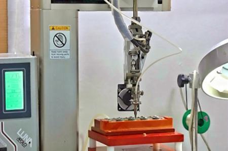 Sodering用のロボット溶接機。