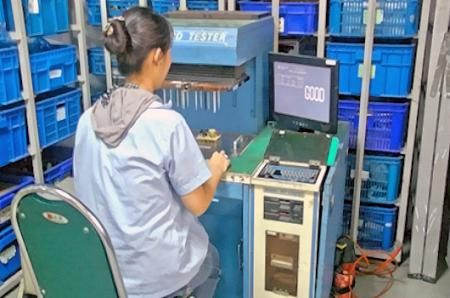 (ICT)自動試験機。