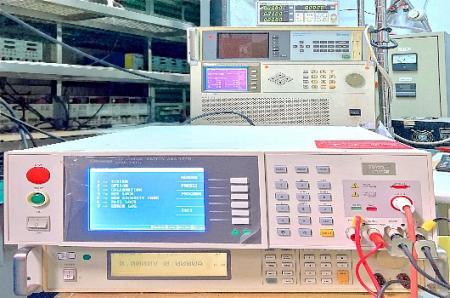 絶縁高電圧をテストします。