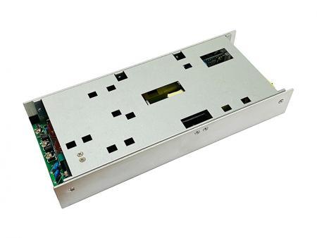 مزود طاقة بإطار مفتوح بقدرة 900 وات 5G مدمج.
