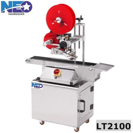 Top label applicator with conveyor