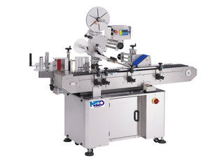 Horizontal round labeler with side applicator