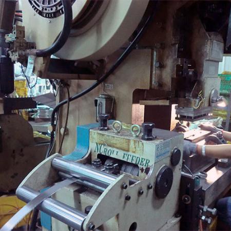 Automatic Cutting-Off Machine