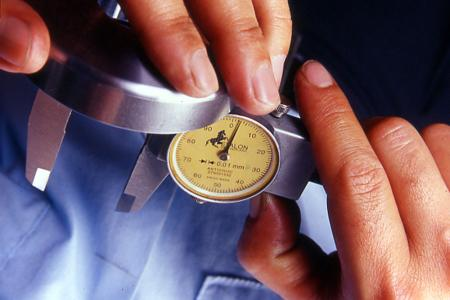 Vår QC-avdeling sjekker over 1000 forsendelser hvert år.