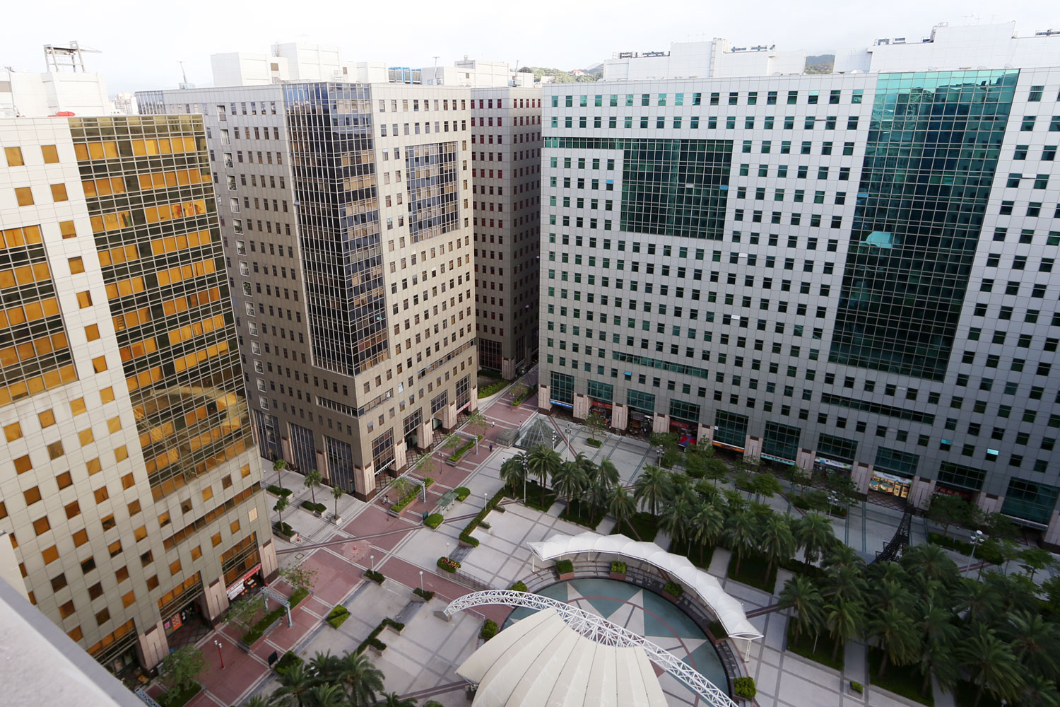 The industrial plaza that Pan Taiwan headquarter is located.
