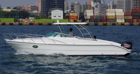 Sunshine-32-Fuß-Yacht mit offenem Steuerhaus