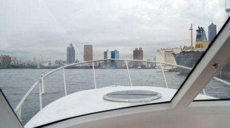 Sunshine-32-foot enclosed wheelhouse yacht the bow shape