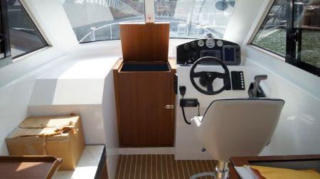 Sunshine-32-foot enclosed wheelhouse yacht the bridge