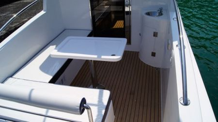 Sunshine-32-foot enclosed wheelhouse yacht the passenger area(1)