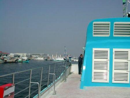 Convés superior de passageiros de catamarã 199GT FRP