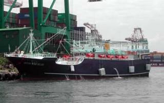 Barco de pesca de calamar