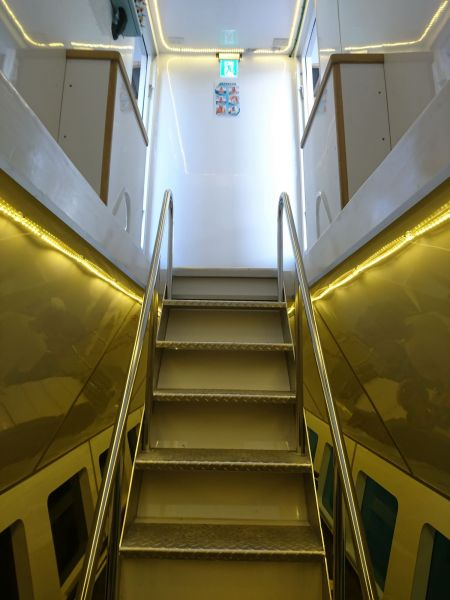 Navio de passageiros de turismo submarino 19GT FRP Descendo as escadas da cabine