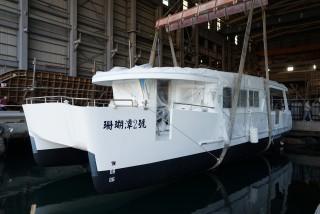 20GT FRP Diesel-electric catamaran passenger ship Launch of the new ship