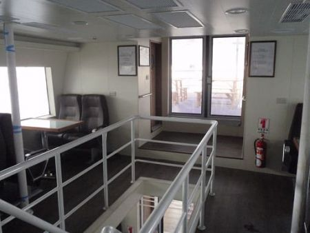 99GT Ferry navio de passageiros Escadas superior e inferior do convés