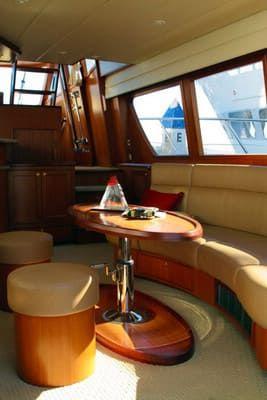 58 Feet Pilothouse Du thuyền thẩm mỹ viện (5)