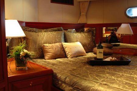 62 Feet Pilothouse Du thuyền phòng ngủ chính (1)