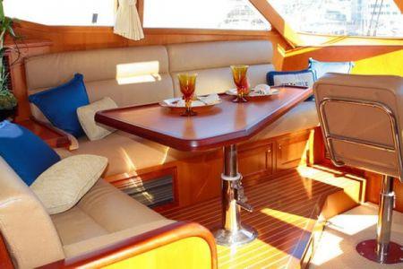 58 Feet Pilothouse Du thuyền thẩm mỹ viện (3)