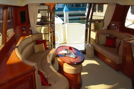 58 Feet Pilothouse Du thuyền thẩm mỹ viện (2)