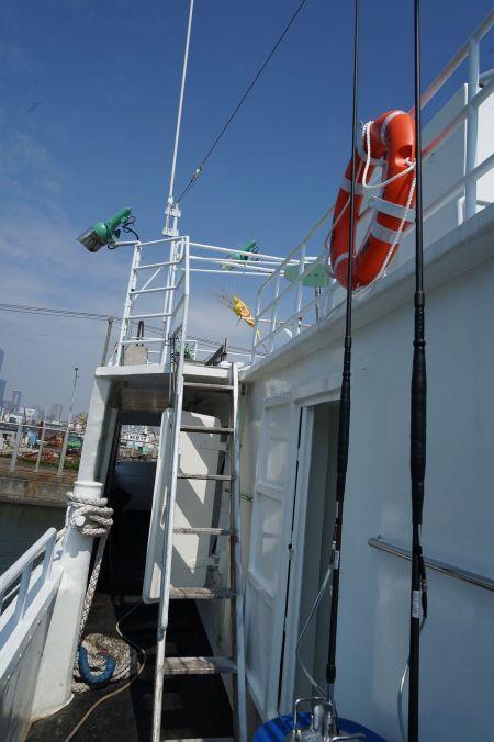 140 GT Tuna Long Liner Boat Main deck access