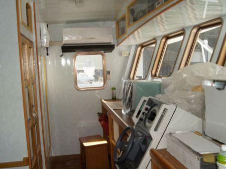 230GT Tuna Long Liner Boat Cab