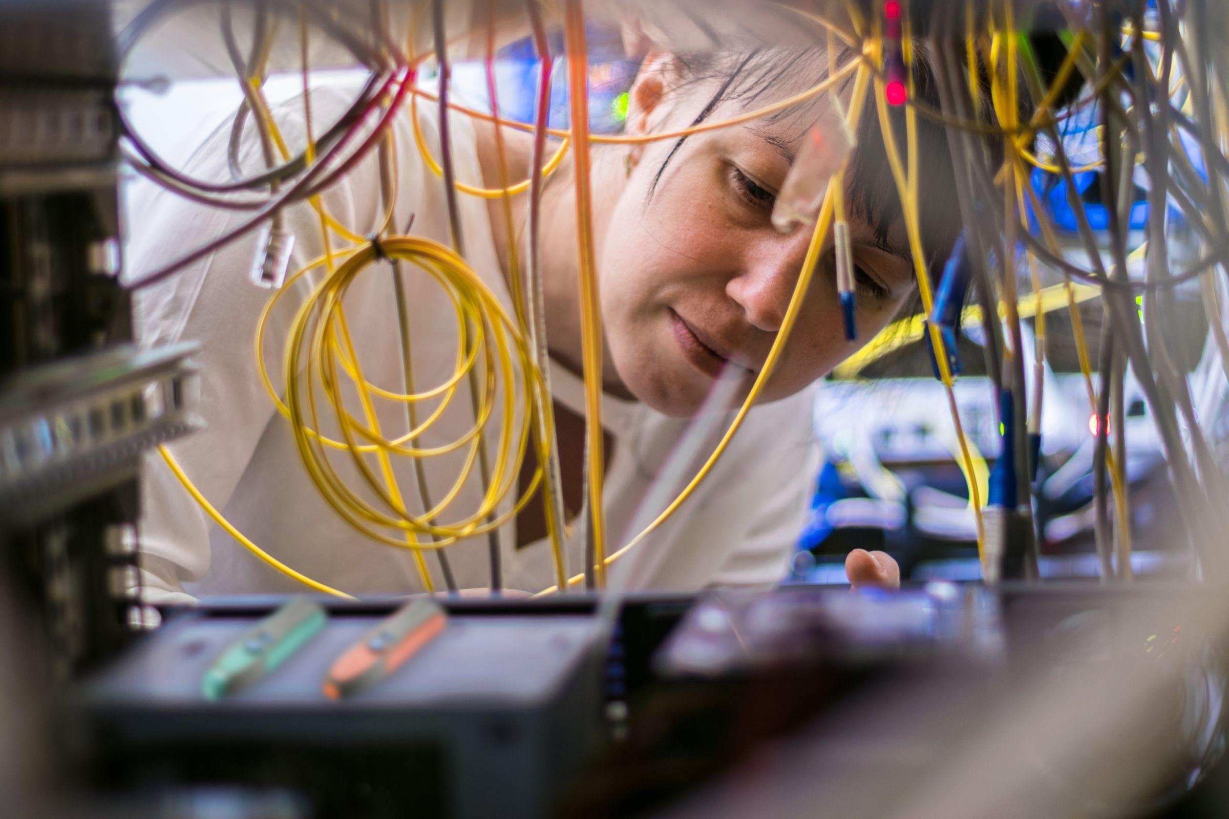 Esta categoría incluye la prueba BERT, el centro de prueba de fibra óptica y la herramienta de prueba óptica.