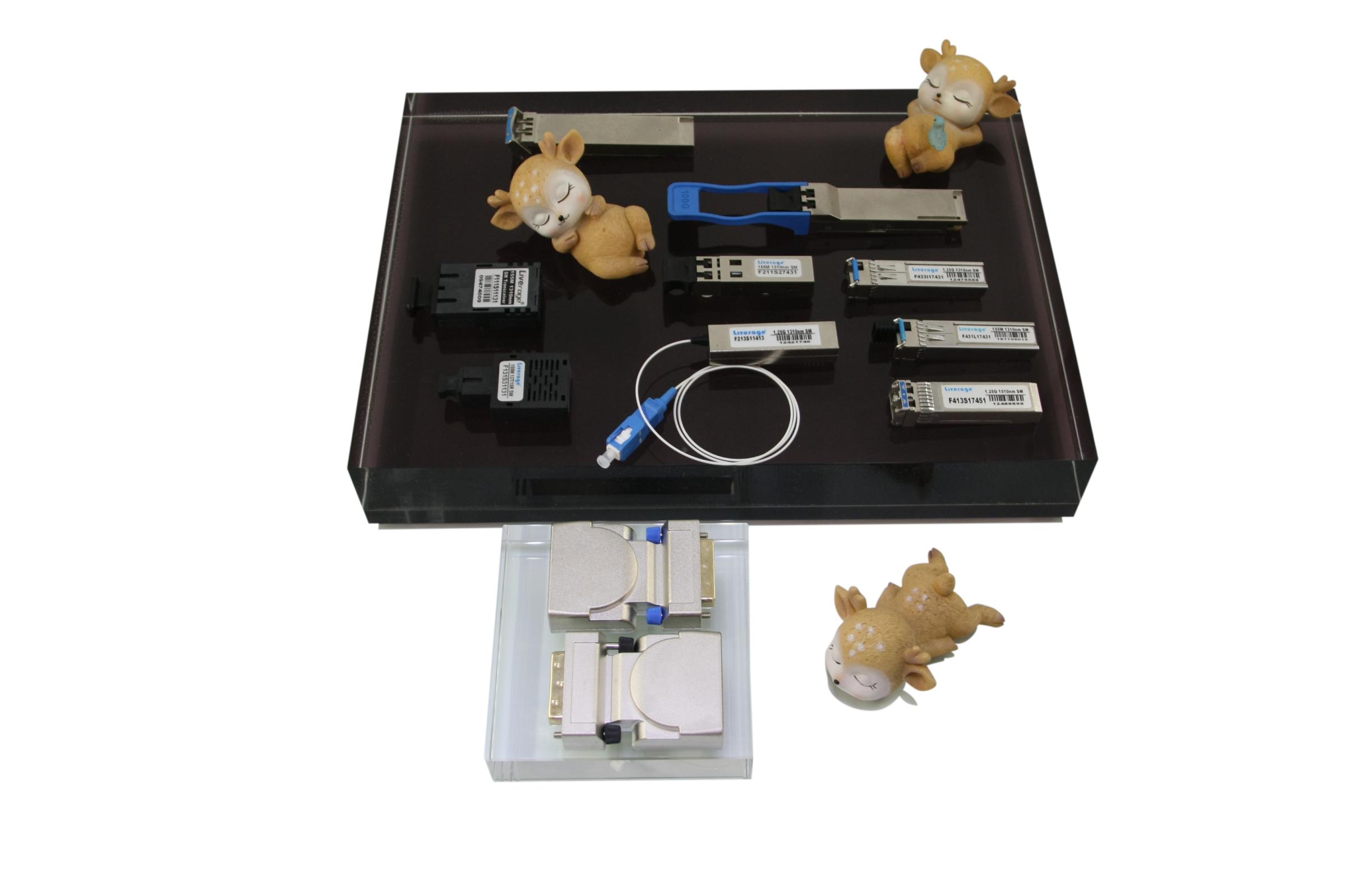 Temos vários transceptores ópticos como QSFP28, QSFP +, SFP +, SFF e XFP.