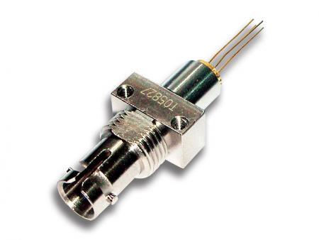 Optyczny moduł TOSA - TOSA składa się z diody laserowej, interfejsu optycznego, fotodiody monitora, obudowy metalowej i/lub plastikowej oraz interfejsu elektrycznego.