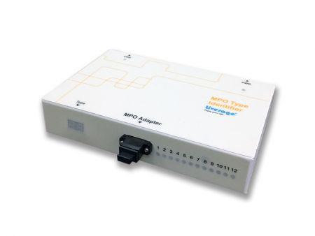 Identificador de polaridad MPO 8/12 - El identificador de polaridad MPO, junto con el probador MPO, se utiliza para verificar el tipo de cable MPO.