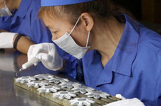 Över 35 års erfarenhet av metallhantverkstillverkning.