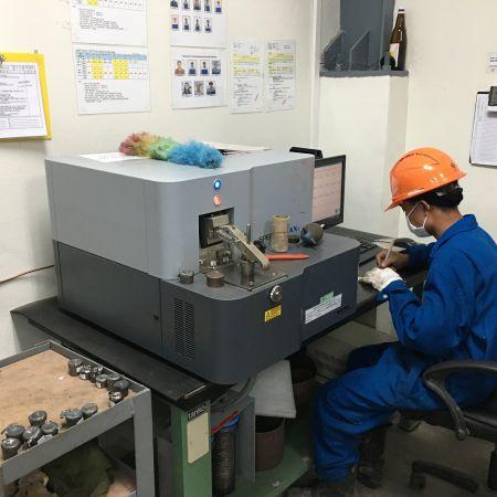 Spectrometer inspection each furnace