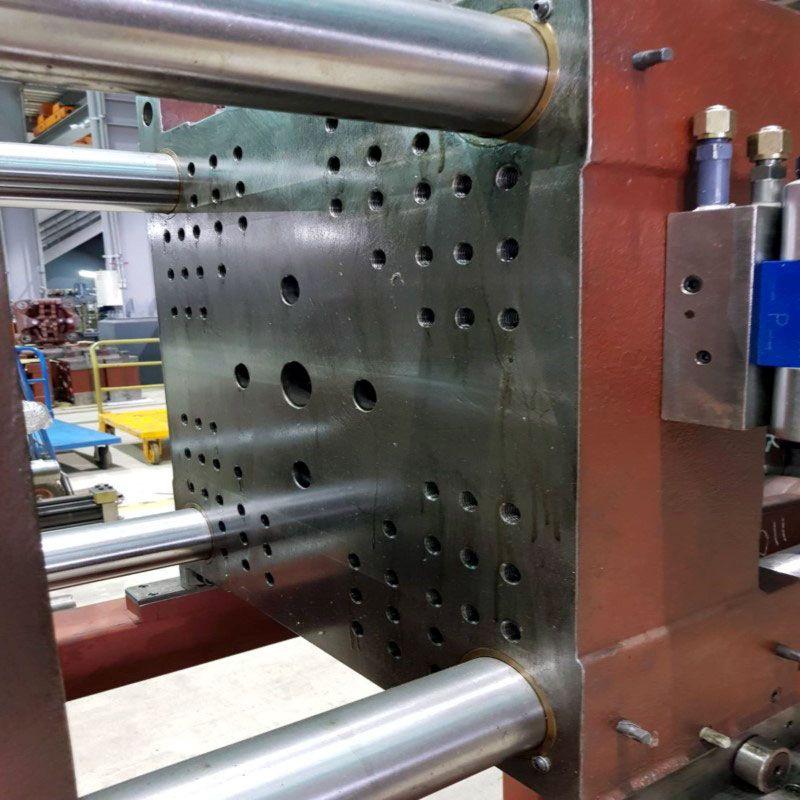 TopUnite Machinery's full range of injection molding machines uses high-rigidity platen.