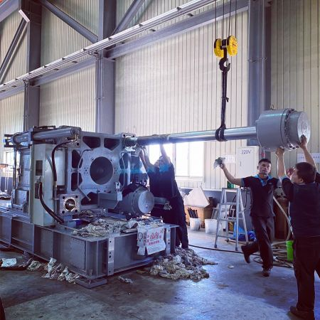 What kind of services can I expect from purchasing injection machine? - Our technical team has a wealth of plastic injection molding experience that can quickly clarify your production problems.