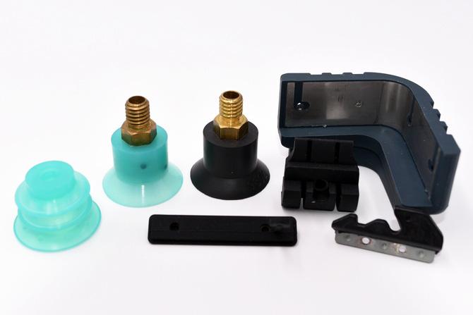 瞻輝客製化鐵件包矽膠。