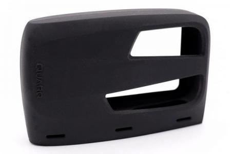 Maßgeschneiderte PC+ Schutzhülle aus festem Silikonkautschuk.