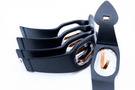 Kundenspezifisches Silikonarmband - Das Silikonband für das Oximeter enthält einen Sensor, eine POM-Schnalle und einen PC-Rahmen.