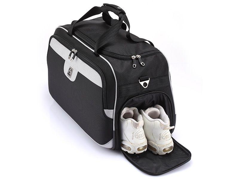 旅行袋側邊有鞋袋。