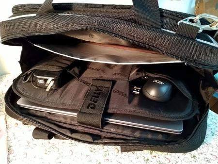 Flat pockets outside the laptop pocket for charging cords, a computer mouse, or calculators.