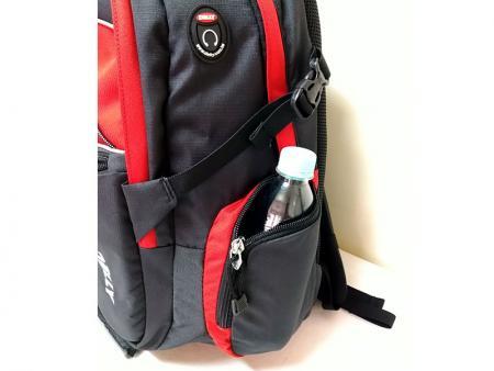 Side water bottle pockets.