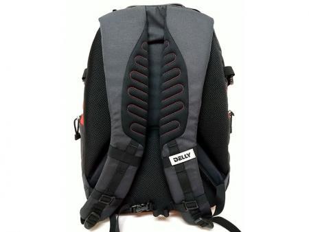 Diagonal pattern on the shoulder straps.