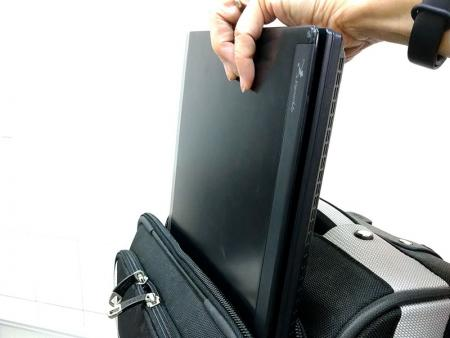 Acess the laptop without completely opening the main compartment.