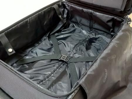 Elastic straps in the main compartment.