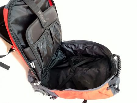 Elastic pockets and laptop pocket in the main compartment.