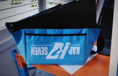 شعار مطبوع للخلف