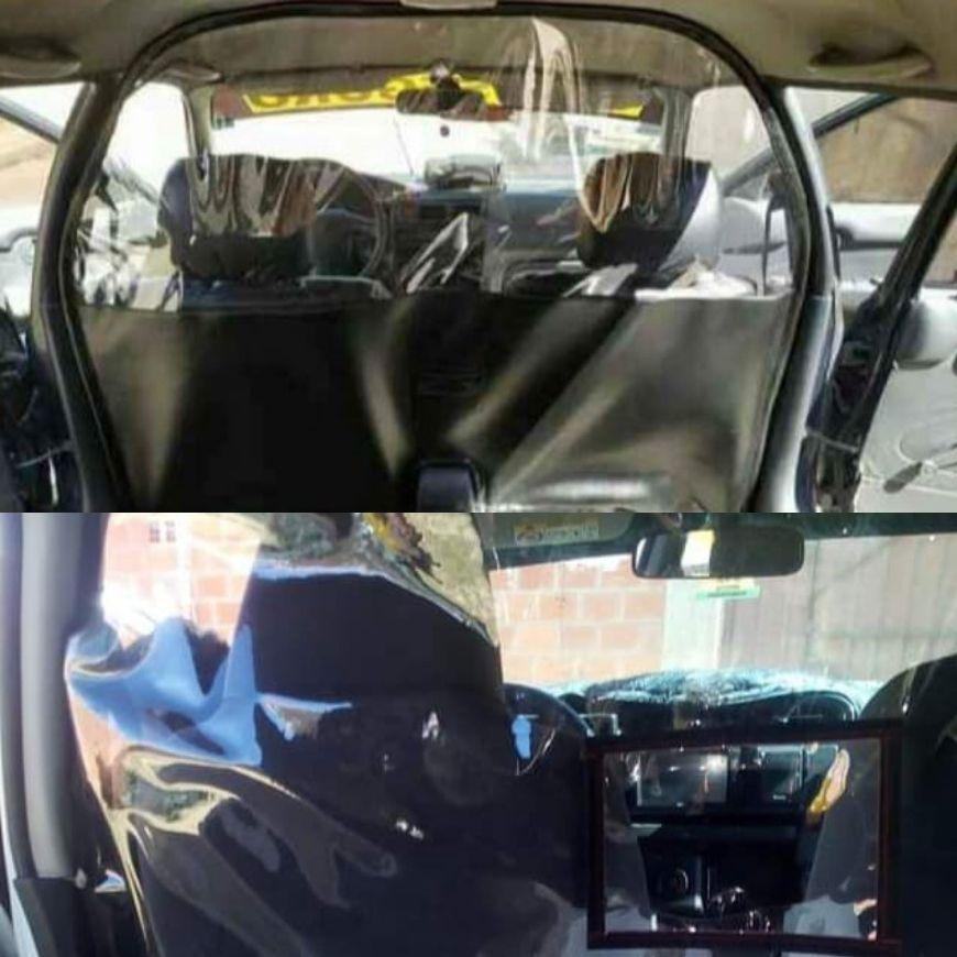 أقسام شفافة مثبتة في سيارة أجرة خلال Covid-19