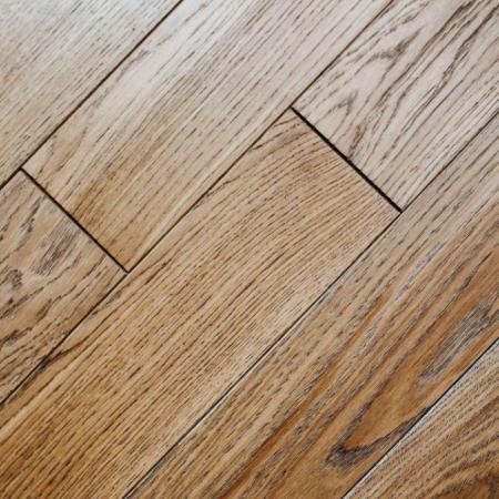 أرضيات الفينيل الشبيهة بالخشب - تطبيقات الألواح البلاستيكية